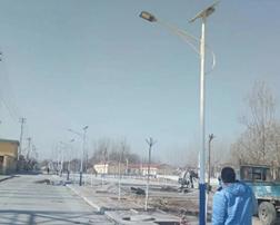 济南蟠龙村安装太阳能路灯